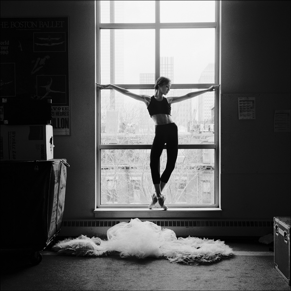 ballerina project A ballet dancer (italian: ballerina [balleˈriːna] fem, ballerino [balleˈriːno] masc) is a person who practices the art of classical ballet both females and males can practice ballet however, dancers have hierarchy and strict gender roles.