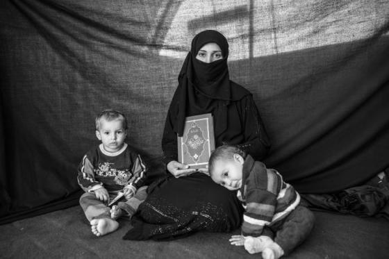 syrian-refugee-mother-her-children
